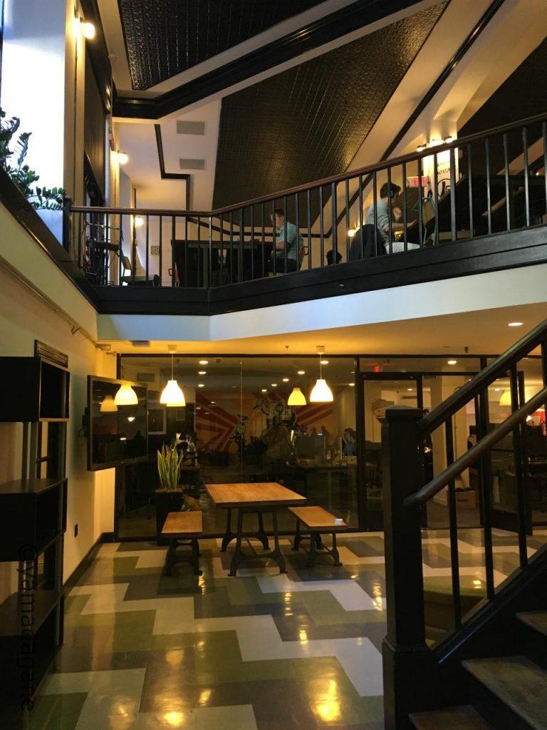 地上階と地下1階の2フロア